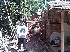 REPAIRING ROOFS OF LUH KARI'S HOUSE ( 15 DECEMBER 2015)